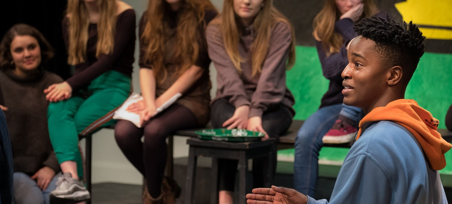 Oscar-talks-to-the-cast-of-Illyria-at-Paston-College